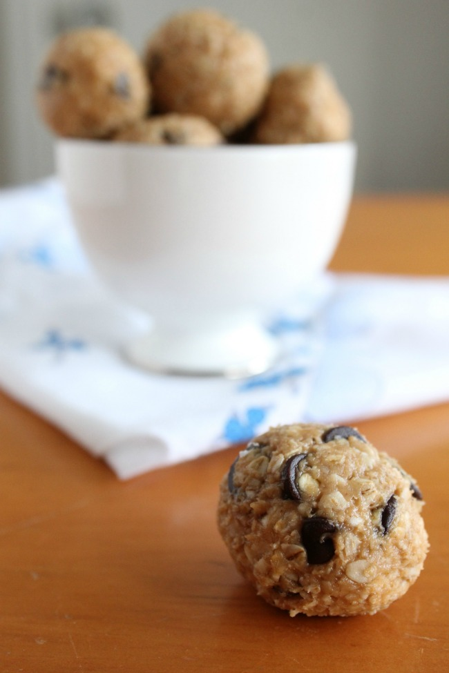 Peanut Butter Oatmeal Chocolate-Chip Energy Bites for kids