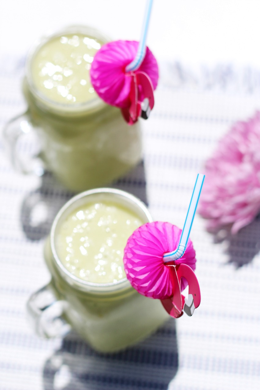Healthy Tropical Green Smoothie For The summer bestofthislife.com